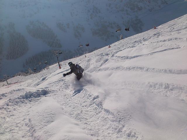 mladý snowboardista