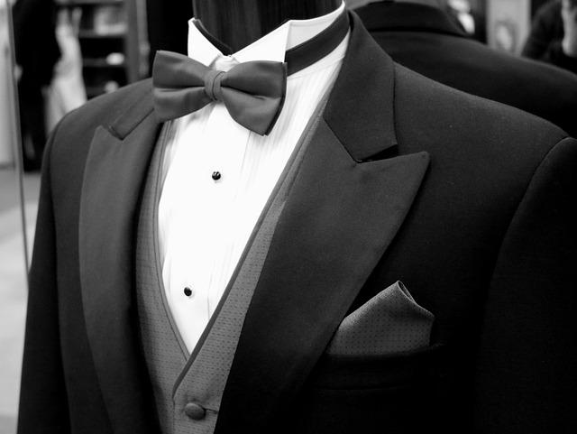 oblek na figuríně